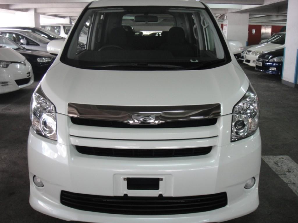 Toyota NOAH SI