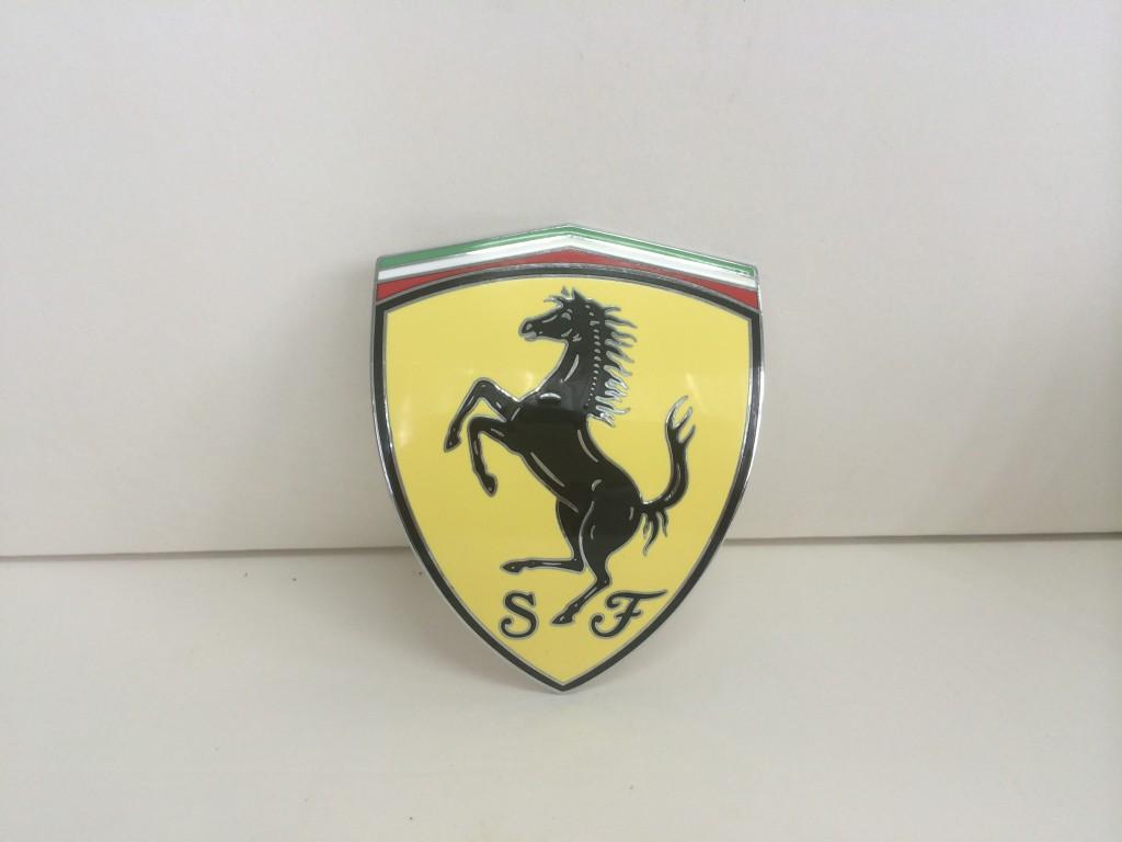 Ferrari  頭沙板徽章