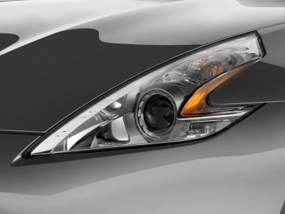 Nissan Headlight in White Color