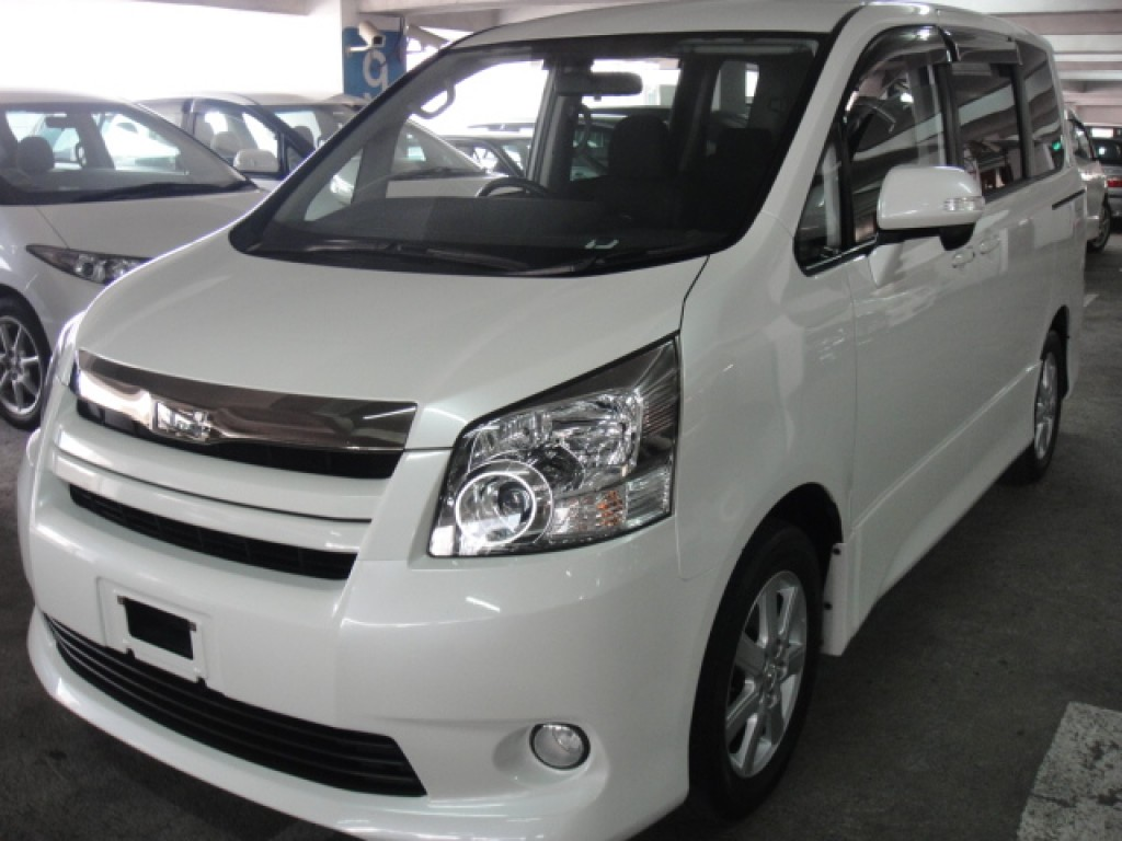 Toyota NOAH S