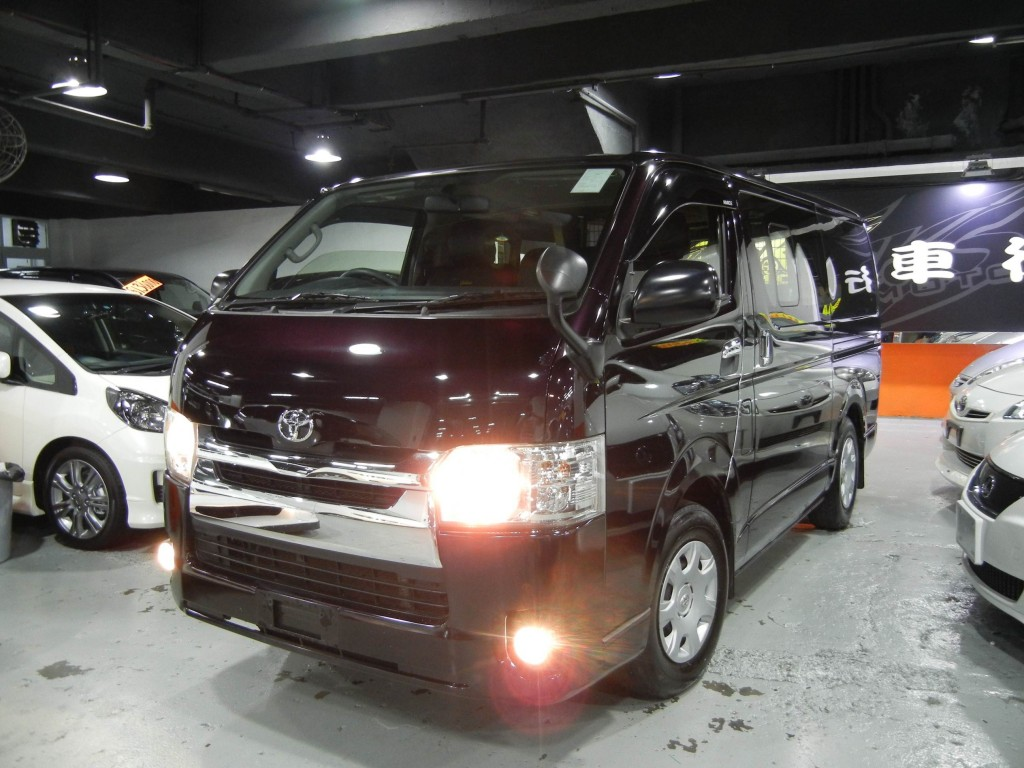 Toyota  HIACE 3.0 DELUXE