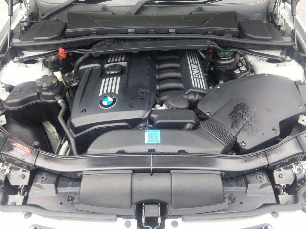 BMW  323i 4 doors