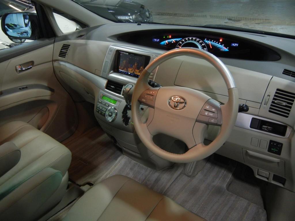 Toyota  ESTIMA AERAS