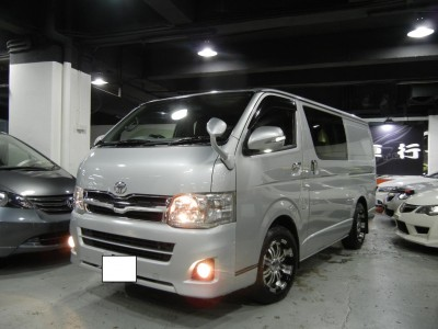Toyota HIACE 3.0 DELUXE