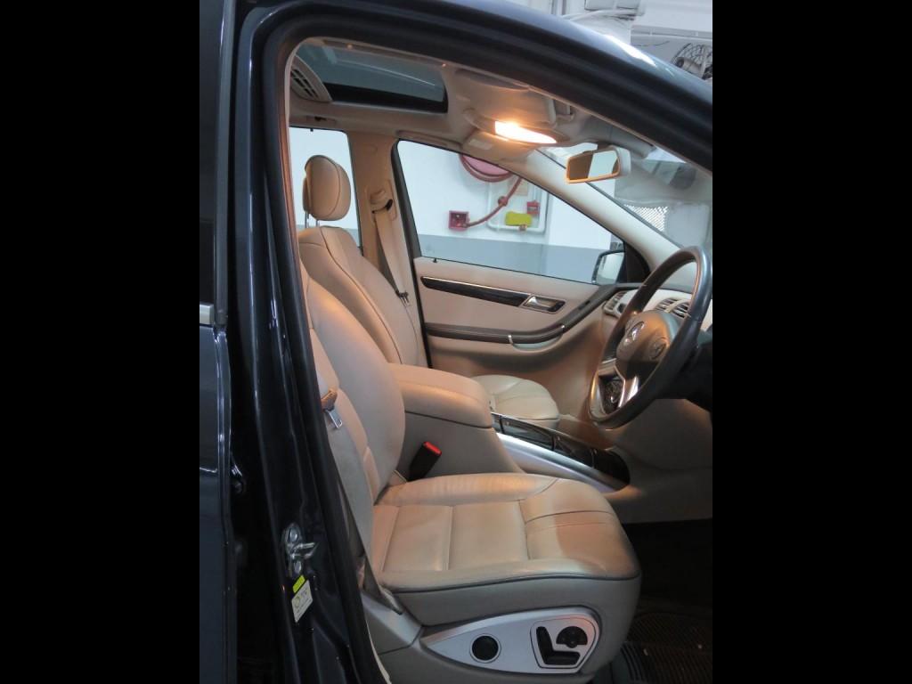 Mercedes-Benz R300L RWD FL