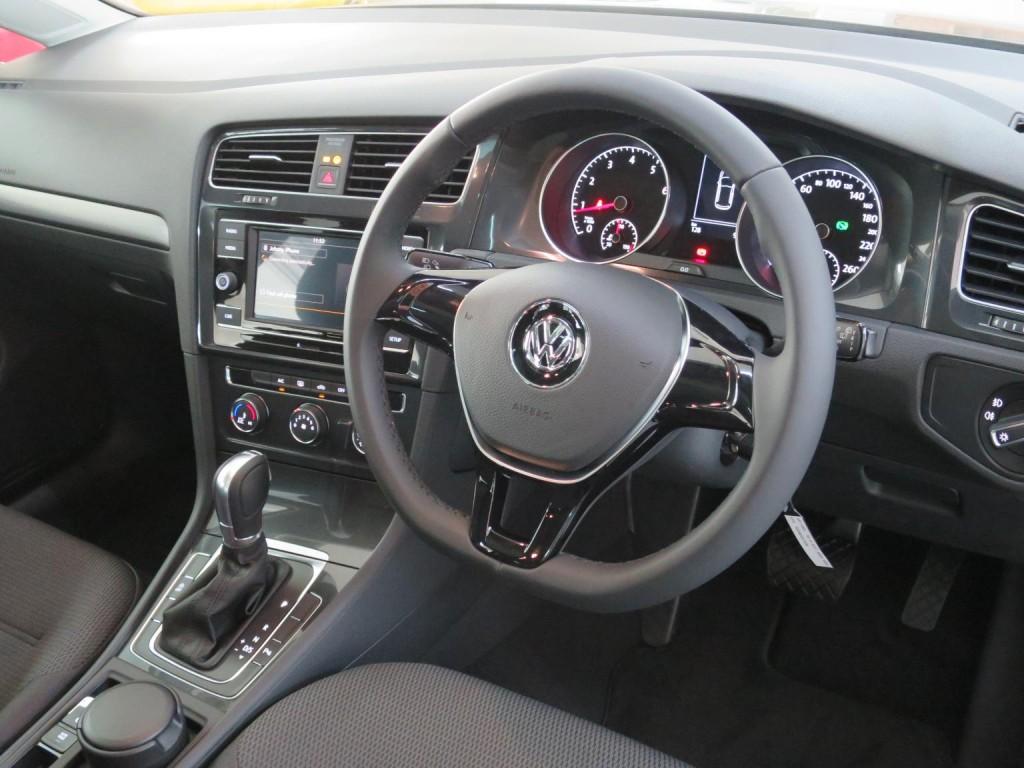 Volkswagen NEW GOLF 230 TSI MATCH