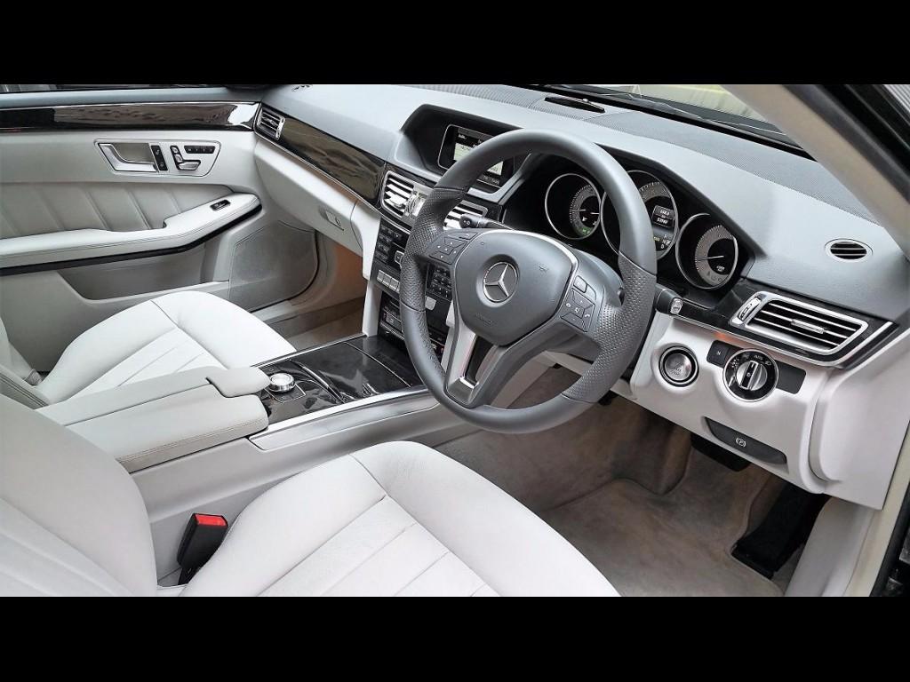 Mercedes-Benz E300 AVANTGARDE