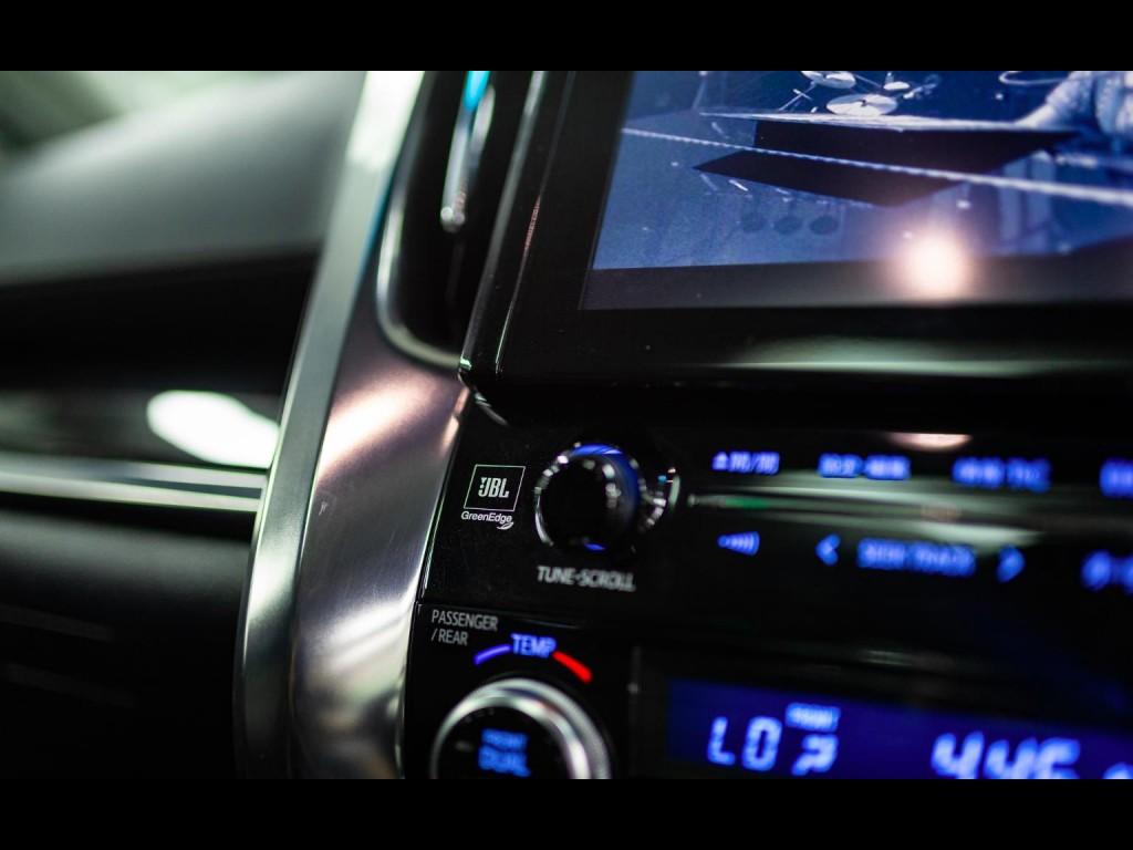 Toyota ALPHARD HYBRID E-FOUR