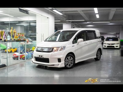 Honda Freed Spike HYBRID