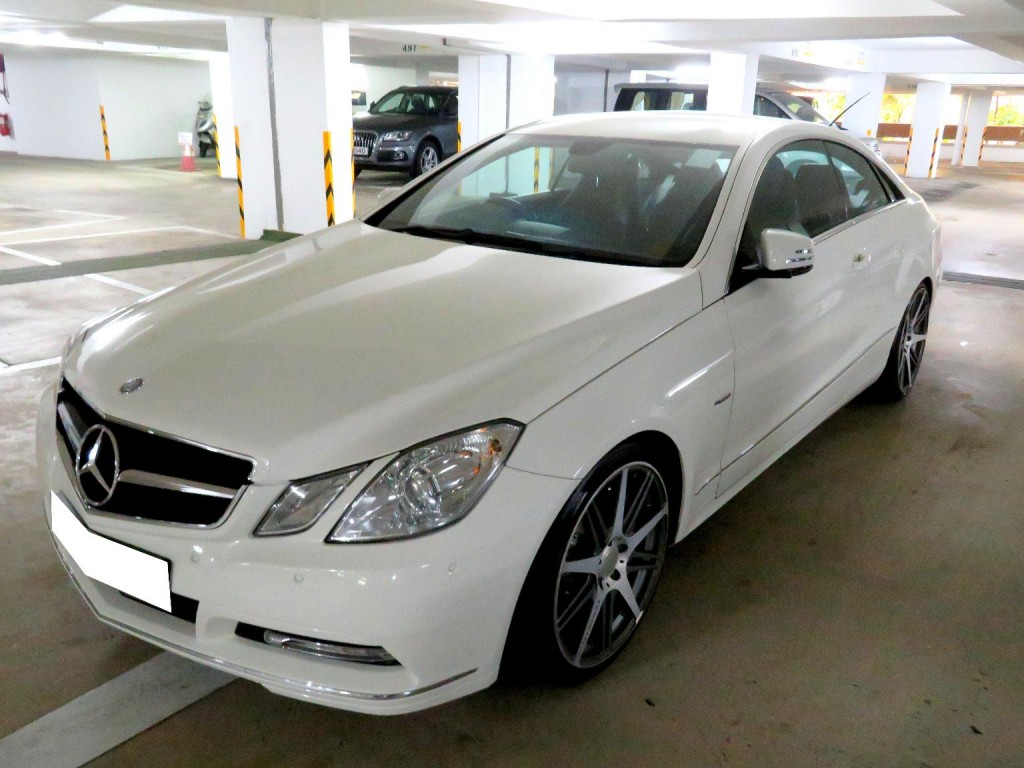 Mercedes-Benz E250 COUPE