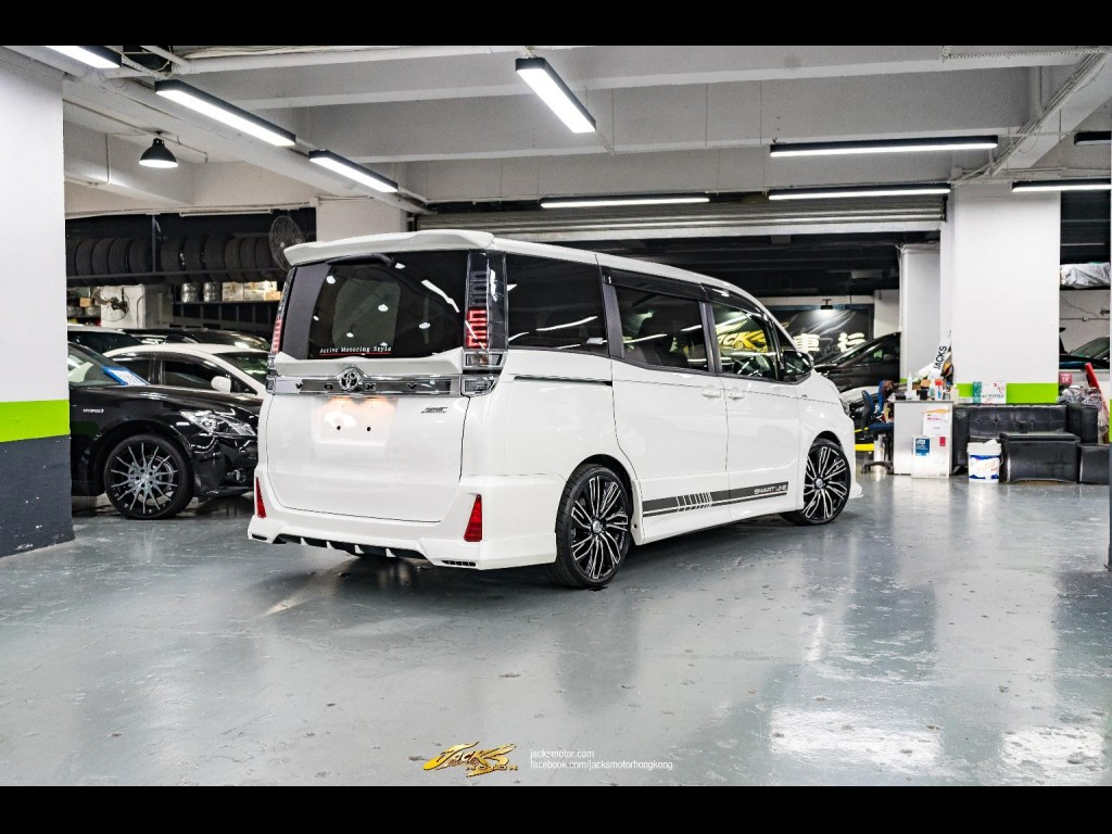 Toyota  Voxy ZS AMS
