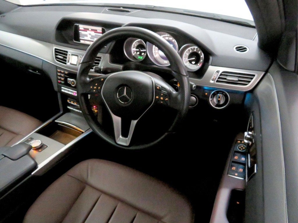 Mercedes-Benz E200 FACELIFT PREMIUM EDITION